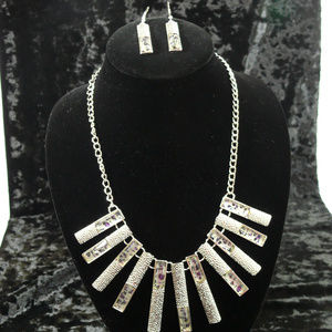 NEW Hanging pendant necklace & earring set